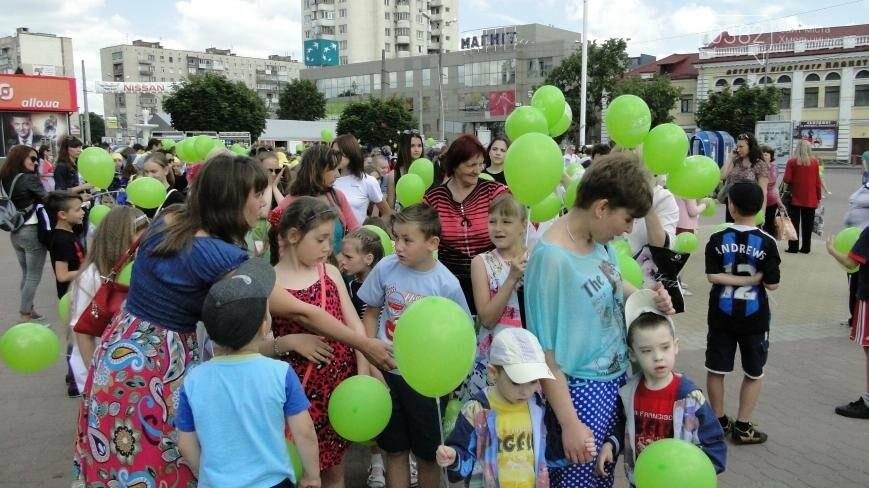 Перший день літа у Хмельницькому: парад близнят та виступи талантів зі всієї України (Фото, Відео), фото-4