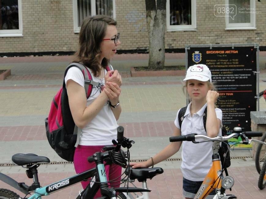 «Леді на велосипеді»: хмельничанки проїхались на велосипедах у білому вбранні (Фото, Відео), фото-2