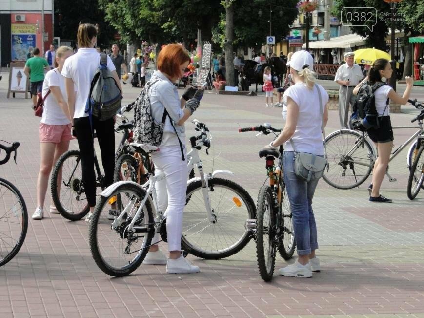 «Леді на велосипеді»: хмельничанки проїхались на велосипедах у білому вбранні (Фото, Відео), фото-4