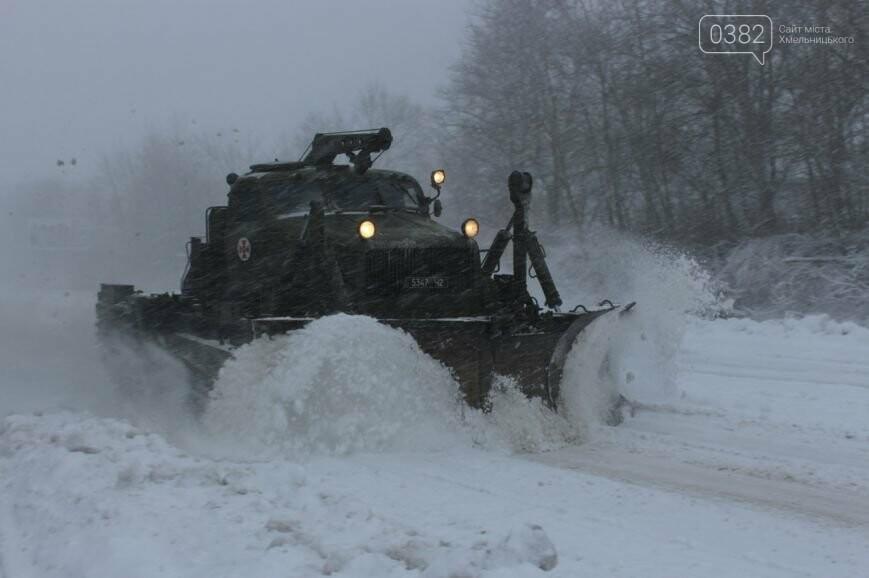 Гори снігу та заблоковані автошляхи: як виглядав Хмельницький рівно рік тому (Фото), фото-1