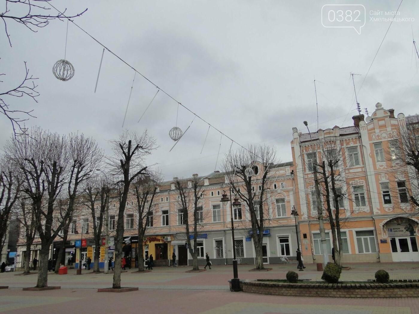 Фотофакт: у Хмельницькому розпочали встановлювати головну ялинку, фото-3