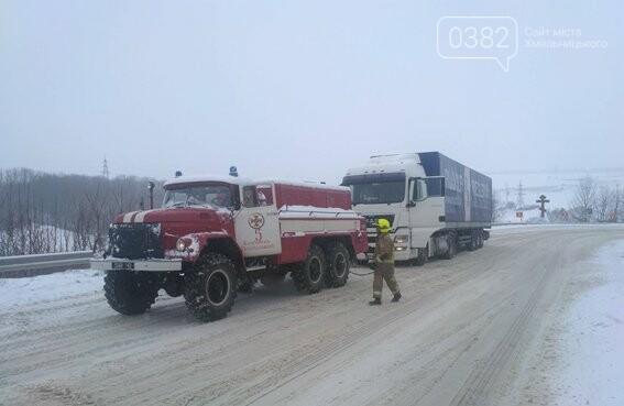 На Хмельниччині за минулу добу рятувальники з снігових заметів звільнили більш ніж 20 автівок. ФОТО.ВІДЕО , фото-1