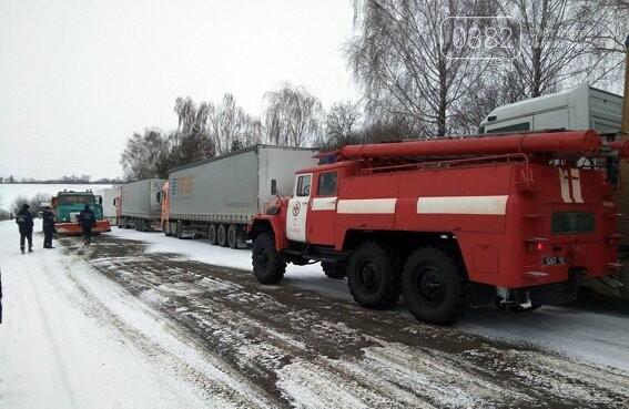 На Хмельниччині за минулу добу рятувальники з снігових заметів звільнили більш ніж 20 автівок. ФОТО.ВІДЕО , фото-6
