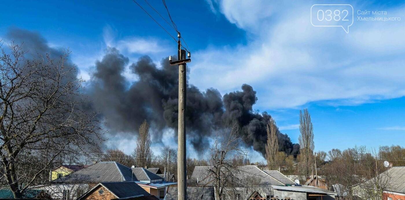 Хмельницькі надзвичайники боролися з пожежею на складі з відходами пластику. ФОТО, фото-6