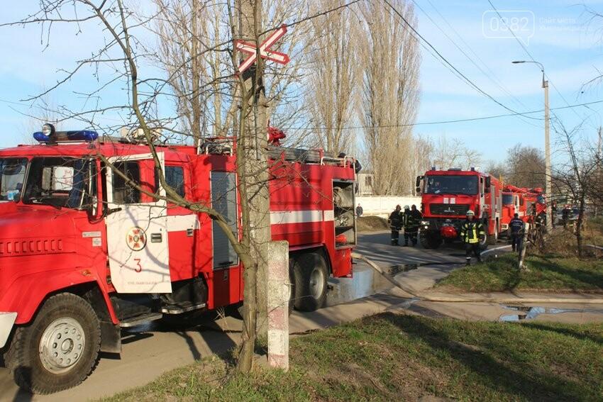 Хмельницькі надзвичайники боролися з пожежею на складі з відходами пластику. ФОТО, фото-4