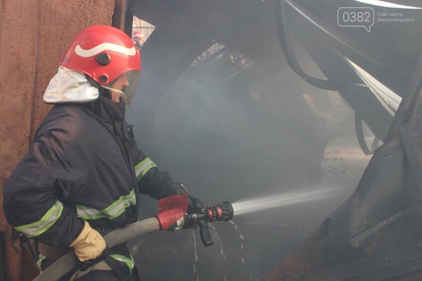 Хмельницькі надзвичайники боролися з пожежею на складі з відходами пластику. ФОТО, фото-2