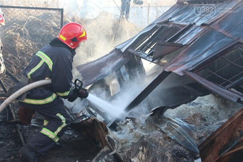 Хмельницькі надзвичайники боролися з пожежею на складі з відходами пластику. ФОТО, фото-3
