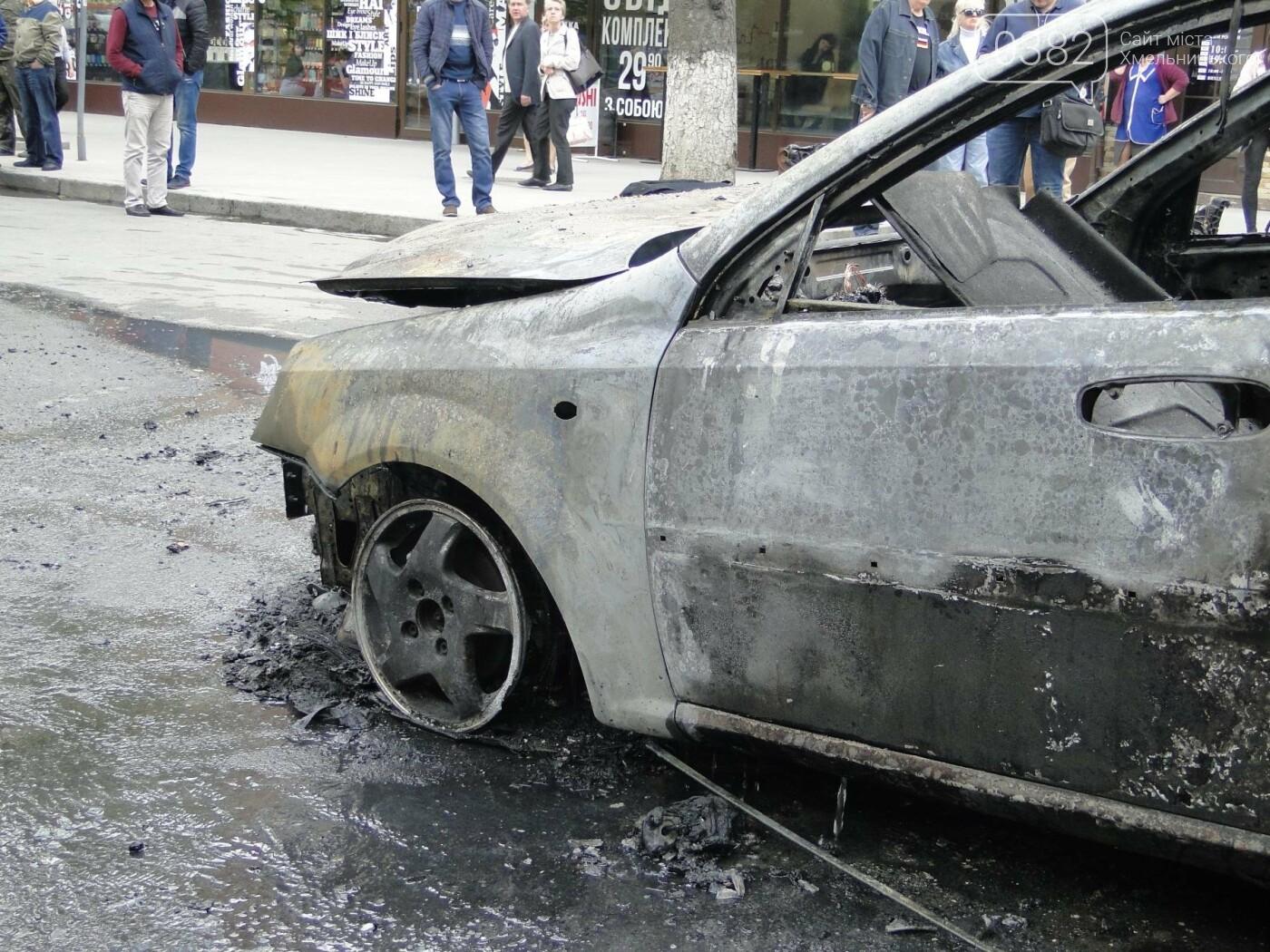 В центрі Хмельницького в результаті ДТП вщент згорів автомобіль. ФОТО, фото-8
