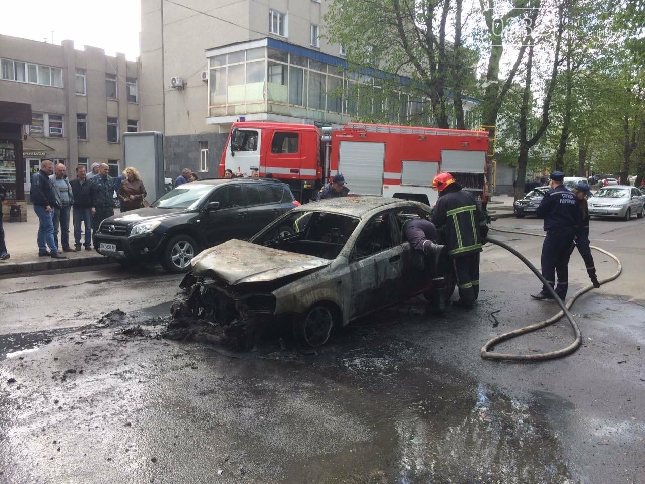 В центрі Хмельницького в результаті ДТП вщент згорів автомобіль. ФОТО, фото-3