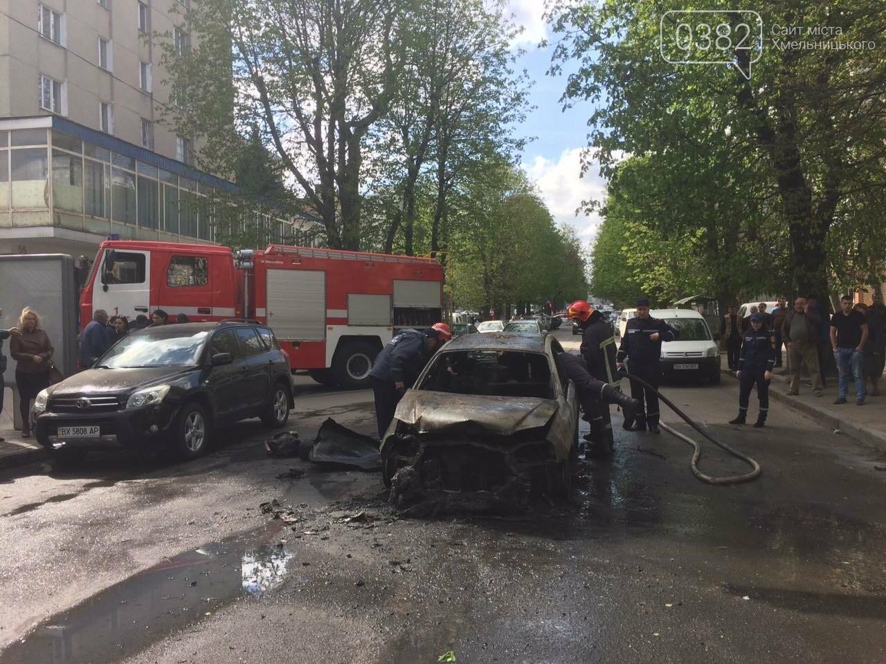 В центрі Хмельницького в результаті ДТП вщент згорів автомобіль. ФОТО, фото-4