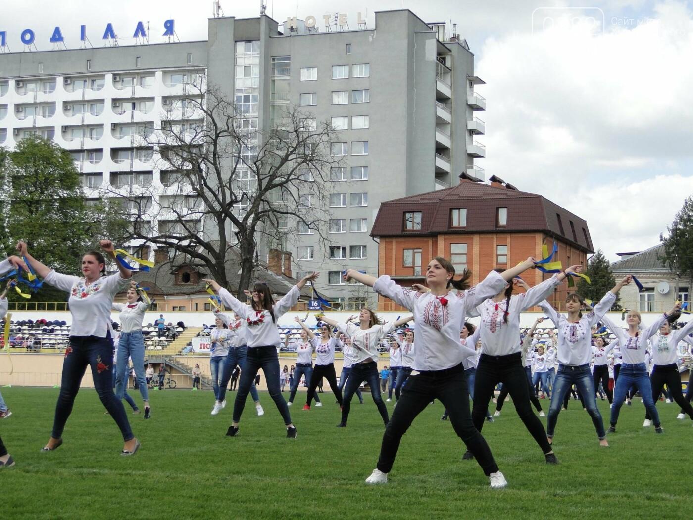 На стадіоні «Поділля» 1000 хмельничан влаштували спортивний флешмоб. ФОТО, ВІДЕО, фото-4