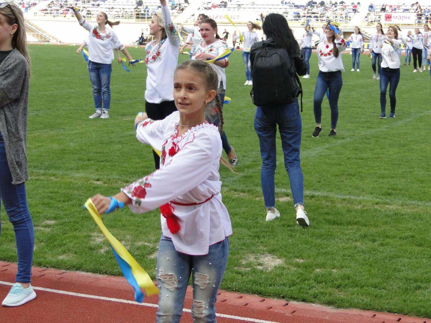 На стадіоні «Поділля» 1000 хмельничан влаштували спортивний флешмоб. ФОТО, ВІДЕО, фото-1