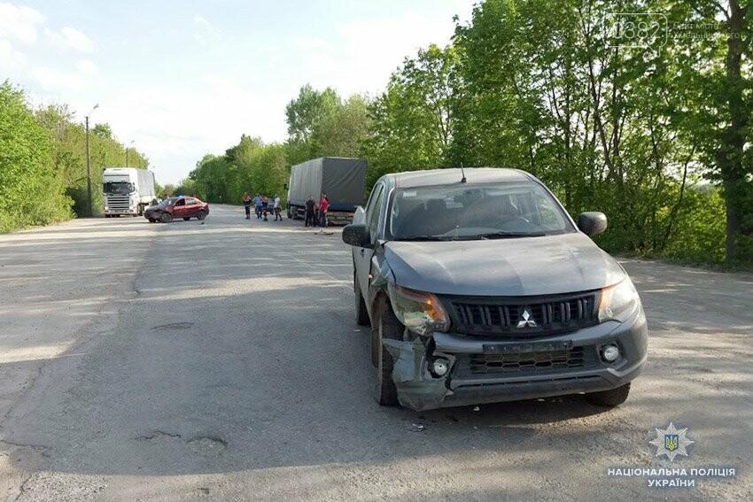 Небезпечний обгін: На Хмельниччині зіткнулося дві іномарки. ФОТО, фото-1