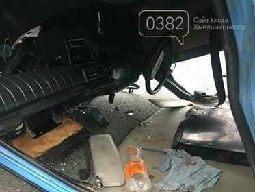 ДТП у Хмельницькому: Догори дригом та автівка без водія, що пошкодила 5 ТЗ. ФОТО, фото-2