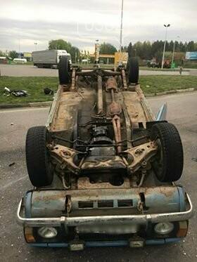 ДТП у Хмельницькому: Догори дригом та автівка без водія, що пошкодила 5 ТЗ. ФОТО, фото-3