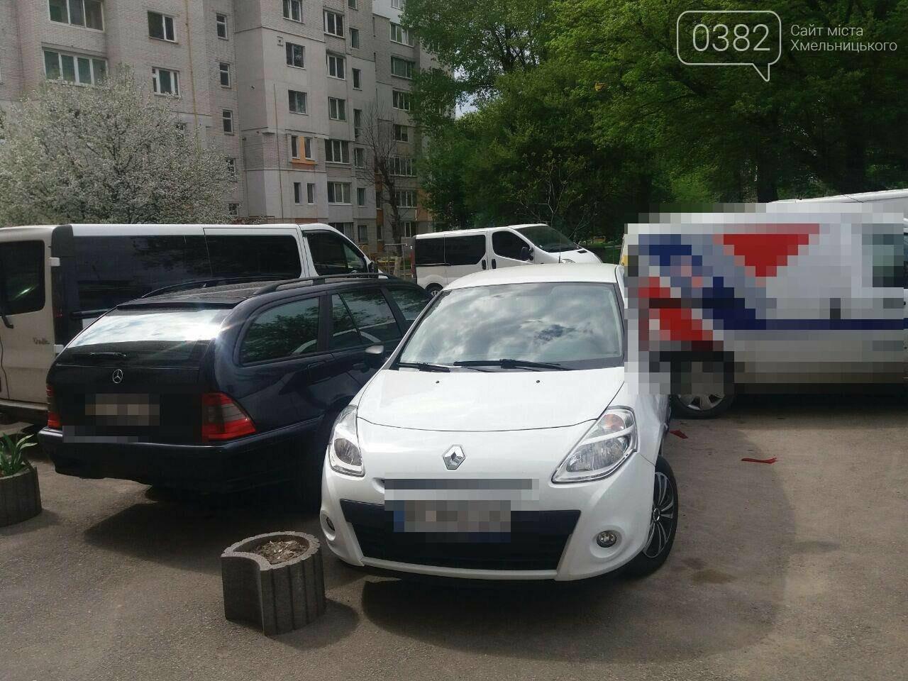 ДТП у Хмельницькому: Догори дригом та автівка без водія, що пошкодила 5 ТЗ. ФОТО, фото-5