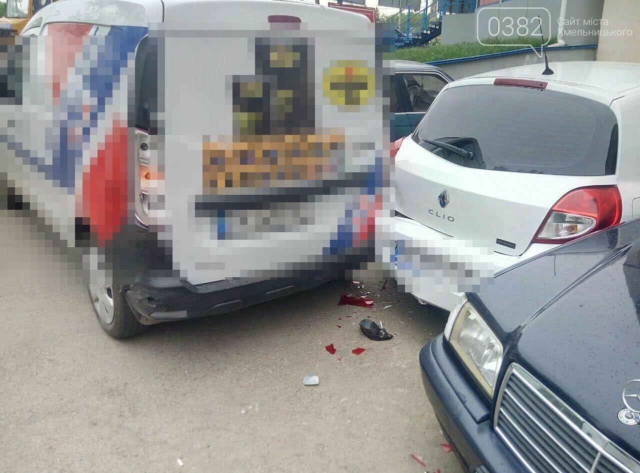 ДТП у Хмельницькому: Догори дригом та автівка без водія, що пошкодила 5 ТЗ. ФОТО, фото-6
