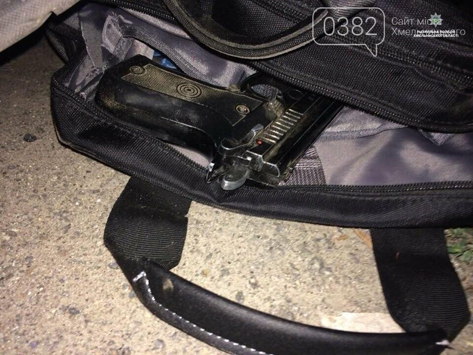 У Хмельницькому чоловік погрожуючи зброєю здійснив розбійний напад. ФОТО, фото-2
