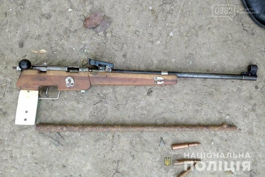 400 набоїв та зброю поліцейські  вилучили у жителя Теофіпольського району. ФОТО, фото-1