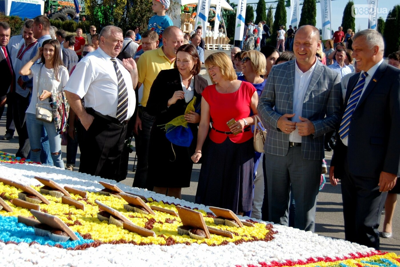 Найбільшим короваєм України стала їстівна карта Хмельниччини, фото-2