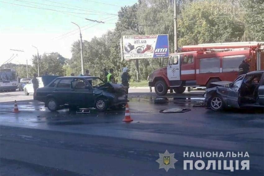 В жахливій аварії у Хмельницькому постраждало троє людей. ФОТО.  ВІДЕО, фото-1