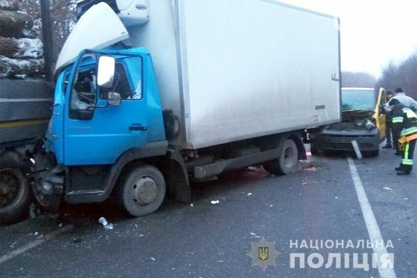 На Хмельниччині сталася жахлива ДТП за участі вантажівки. Є травмовані. ФОТО, фото-1