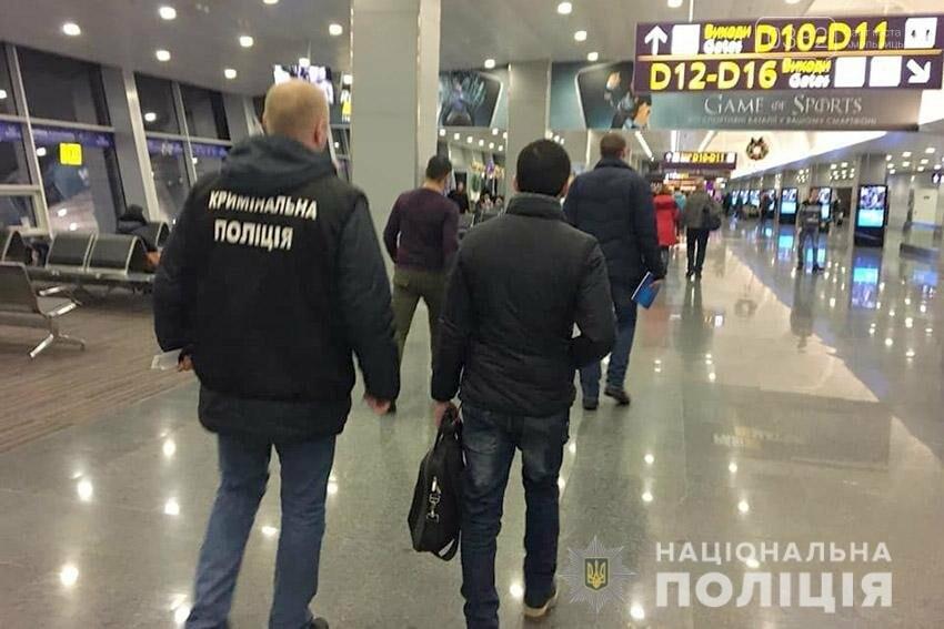 Хмельницькі поліцейські видворили за межі країни іноземця, засудженого за розбещення неповнолітніх, фото-3