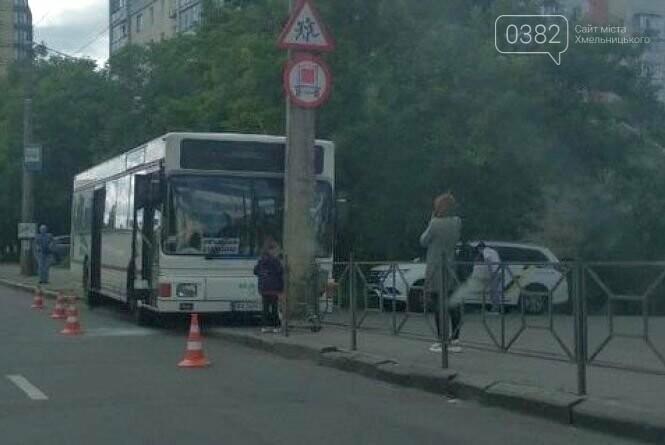 У Хмельницькому водій автобуса в'їхав у стовп , фото-4