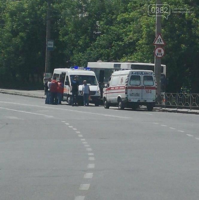 У Хмельницькому водій автобуса в'їхав у стовп , фото-3