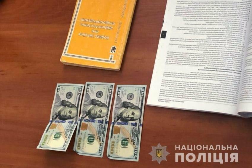 На Хмельниччині викрили правопорушника, який намагався викупити у поліцейського водійське посвідчення, вилучене за нетверезе водіння, фото-2