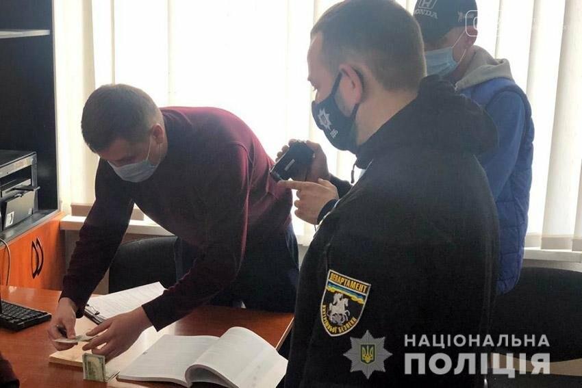 На Хмельниччині викрили правопорушника, який намагався викупити у поліцейського водійське посвідчення, вилучене за нетверезе водіння, фото-3