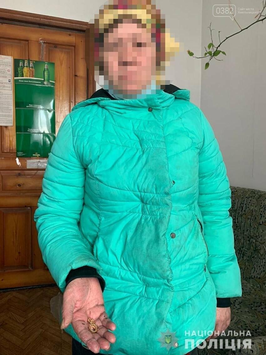 Поліцейські розшукали жінку, яка у Старокостянтинові обікрала 18-річну студентку, фото-1