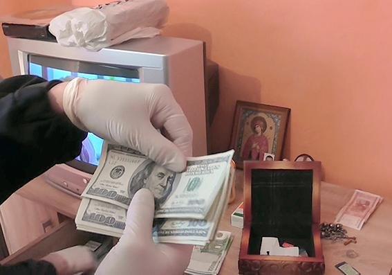 30 крадіжок та розбійний напад: на Хмельниччині затримали кримінальний дует (ФОТО), фото-1