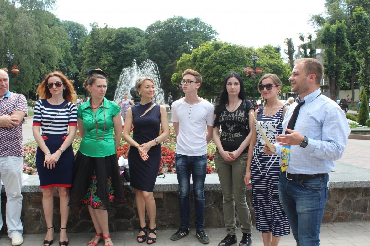 У Хмельницькому з'явилися гіди, що проводитимуть автобусні та піші екскурсії (Фото), фото-3