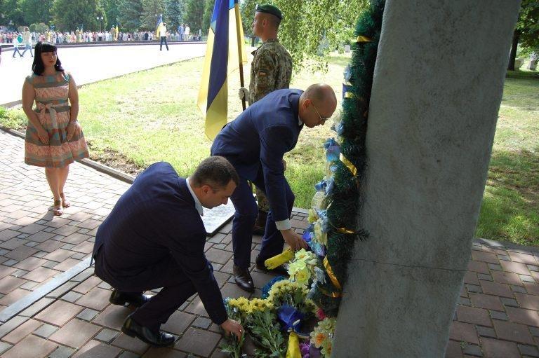 У Хмельницькому в День скорботи вшанували пам'ять жертв війни , фото-2