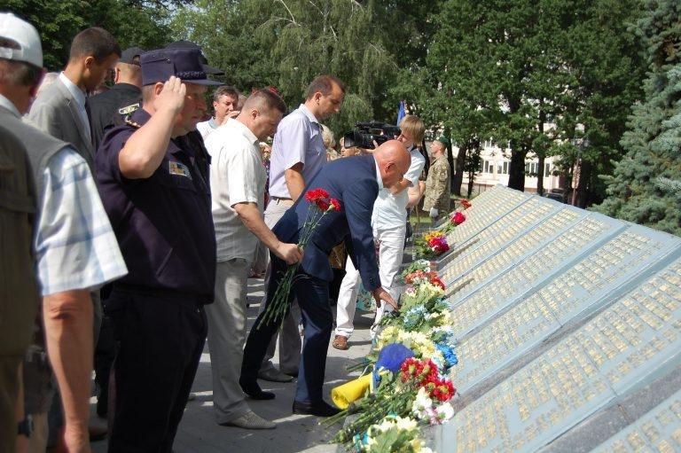 У Хмельницькому в День скорботи вшанували пам'ять жертв війни , фото-4