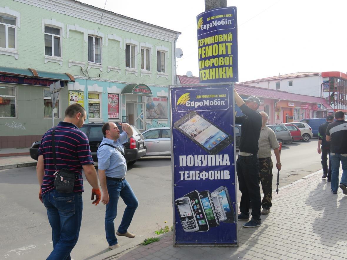 У центрі Хмельницького демонтували зовнішню рекламу (ФОТО), фото-3