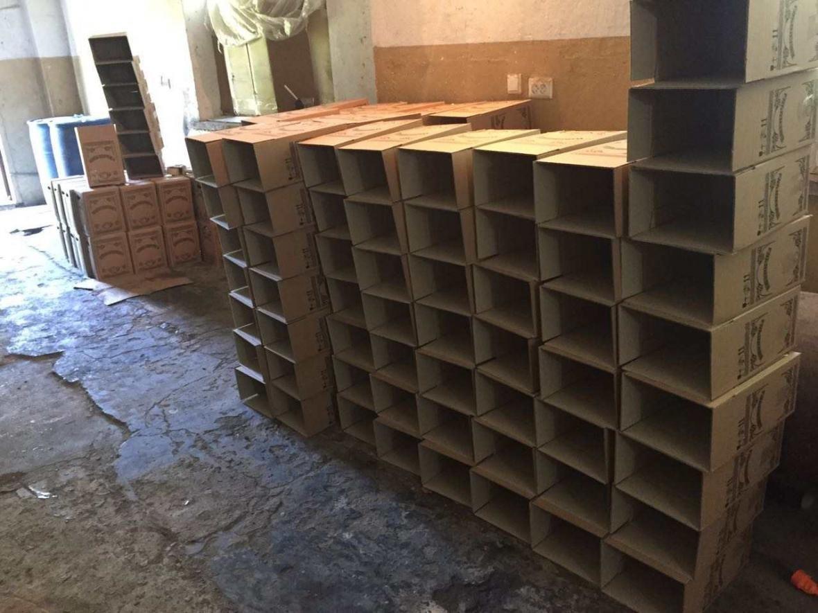 У «самогонщиків» на Хмельниччині знайшли майже 4 500 літрів спирту та алкоголю, фото-5