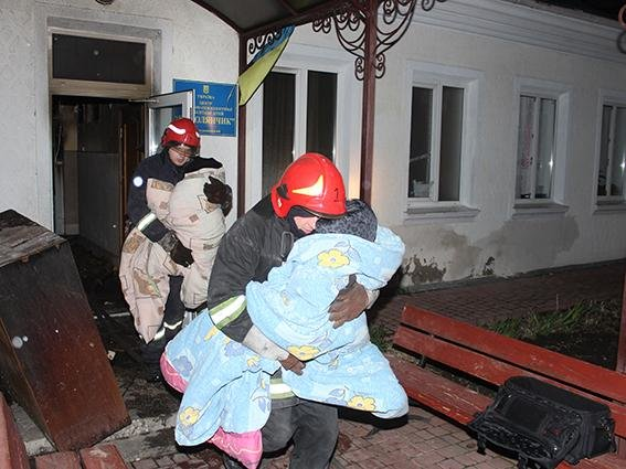 У Хмельницькому під час пожежі у центрі соціально-психологічної реабілітації врятовано 38 дітей, фото-4