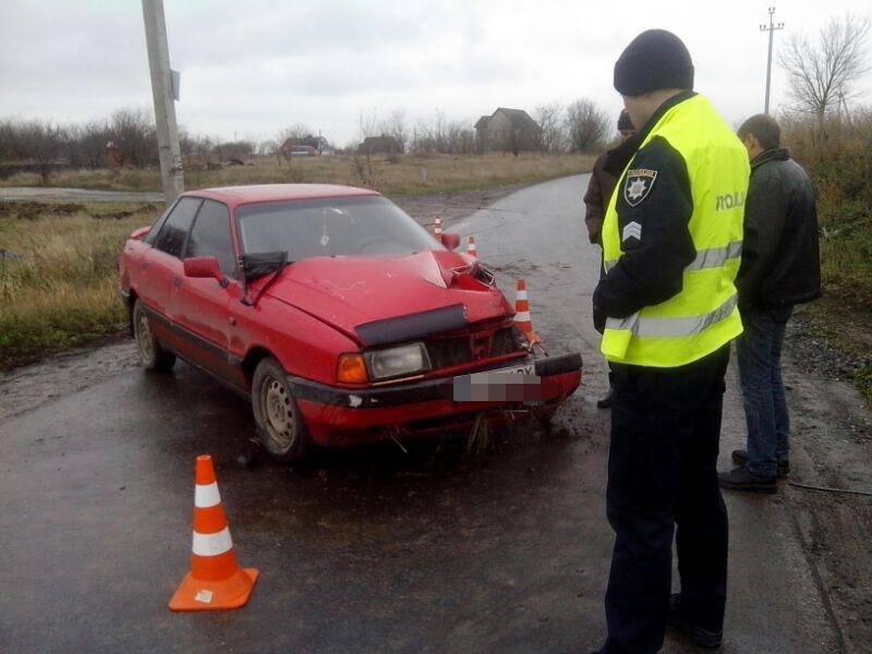 У Хмельницькому автомобіль врізався у стовп. Двоє потерпілих (Фото), фото-1
