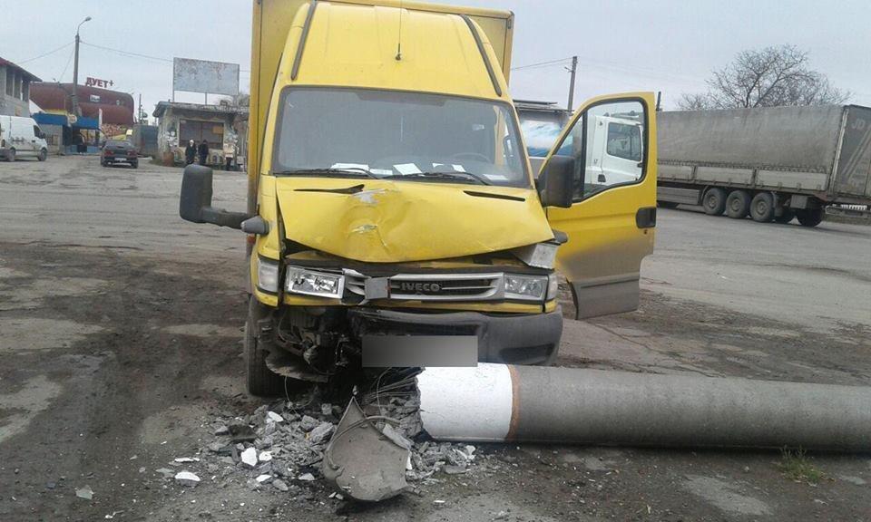 У Хмельницькому автомобіль врізався у стовп. Двоє потерпілих (Фото), фото-2