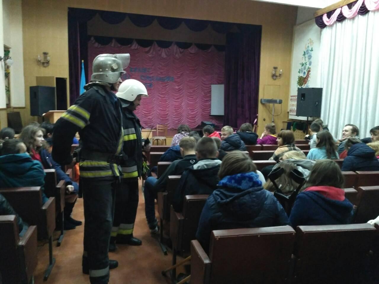 На Хмельниччині під час гасіння пожежі у гуртожитку коледжу евакуйовані 150 студентів (Відео, Фото), фото-1