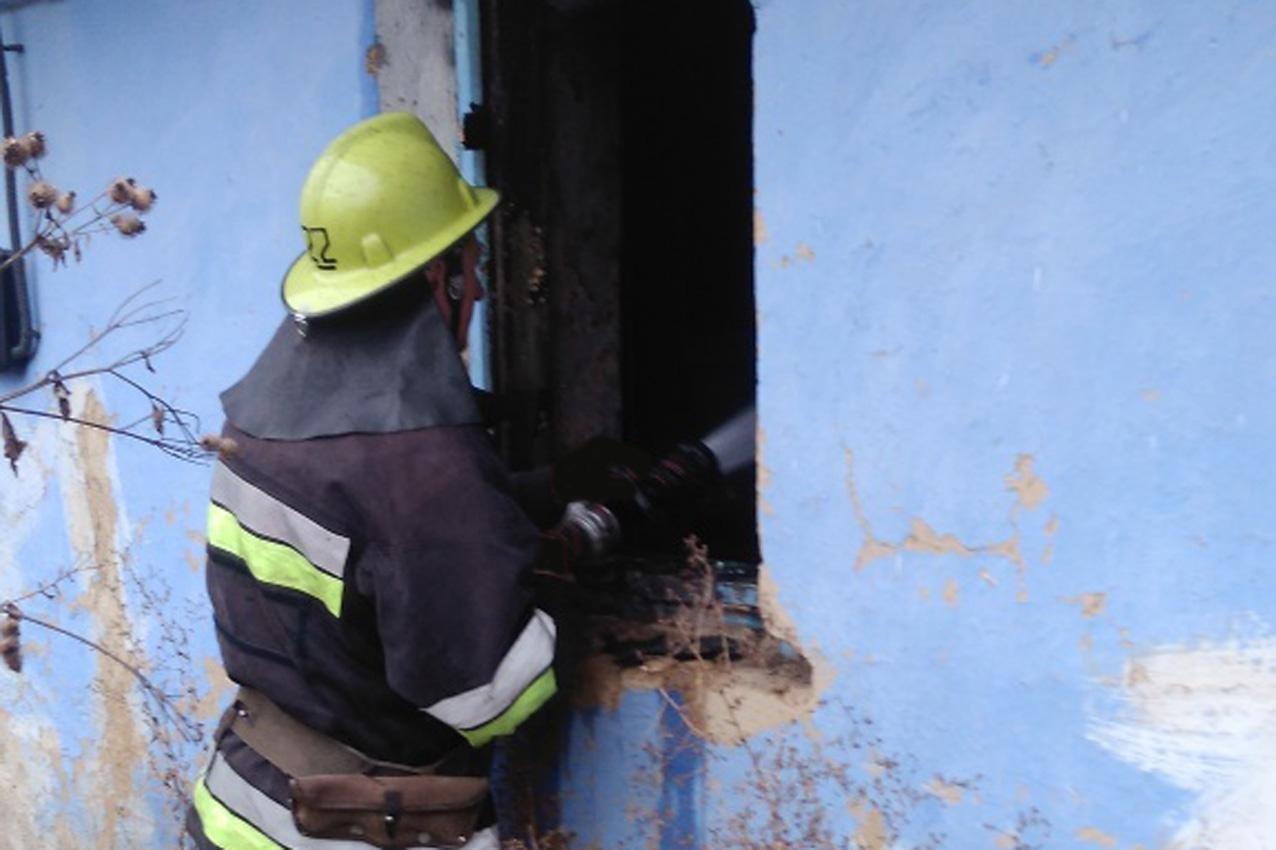 На Хмельниччині безхатченки ледве не згоріли в будинку в якому хотіли зігритися, фото-2