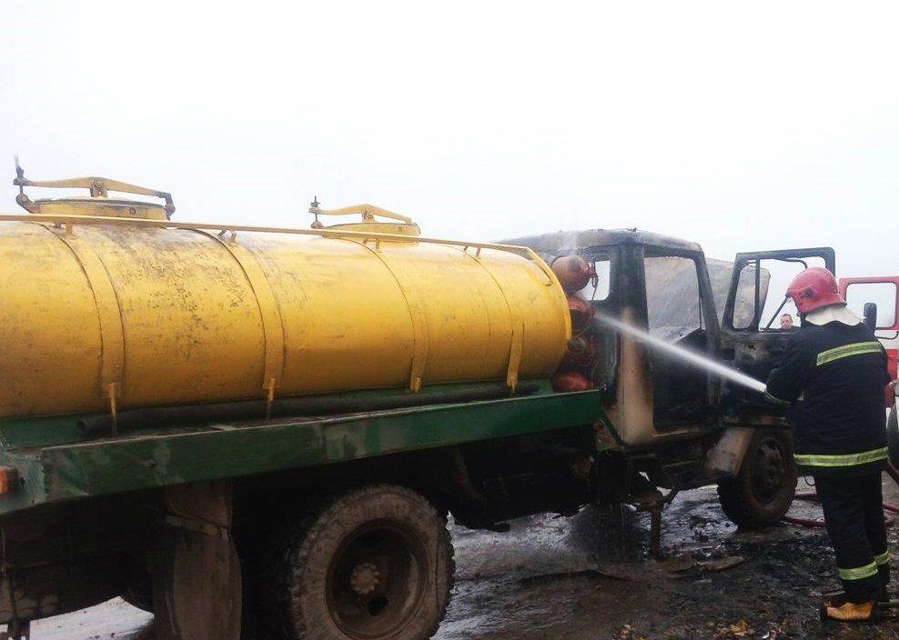 На  Хмельниччині посеред дороги горіла вантажівка (Фото), фото-1