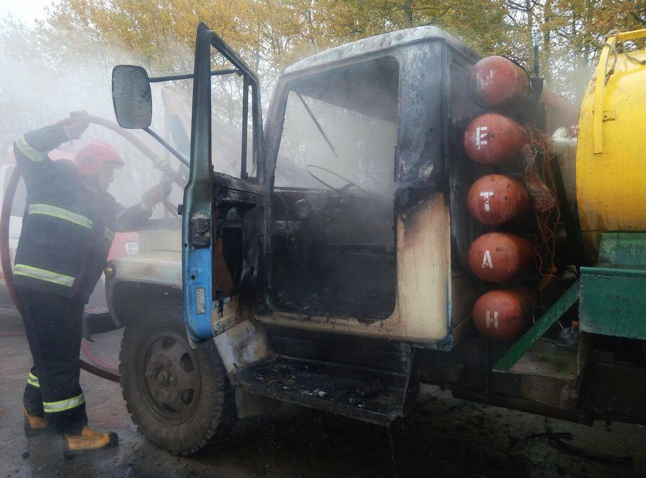 На  Хмельниччині посеред дороги горіла вантажівка (Фото), фото-2