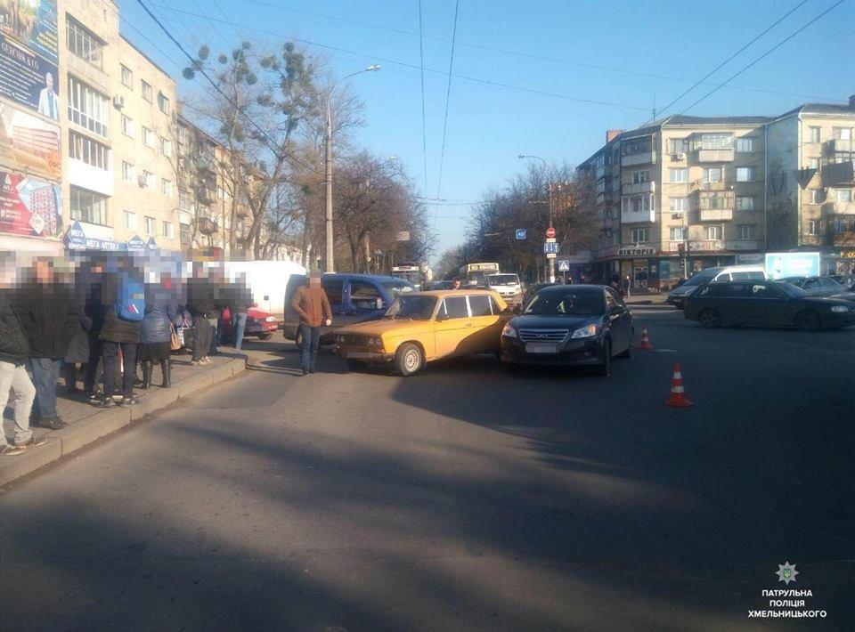 Навпроти обласної філармонії сталася аварія за участі 4 автомобілів, фото-1