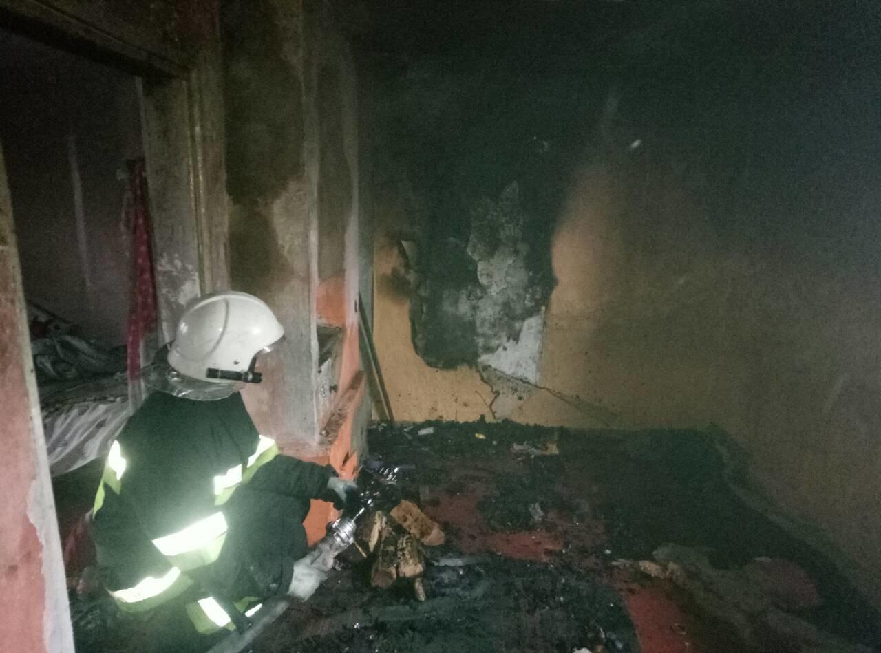 Пожежа на Хмельничинні: загинуло немовля, ще одна дівчинка в реанімації. ФОТО, фото-1