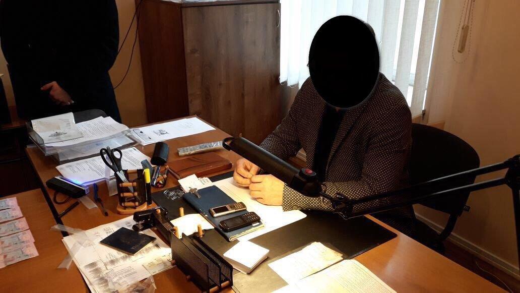 У Хмельницькому затримали на хабарі високопосадовця міграційної служби України. ФОТО, фото-3