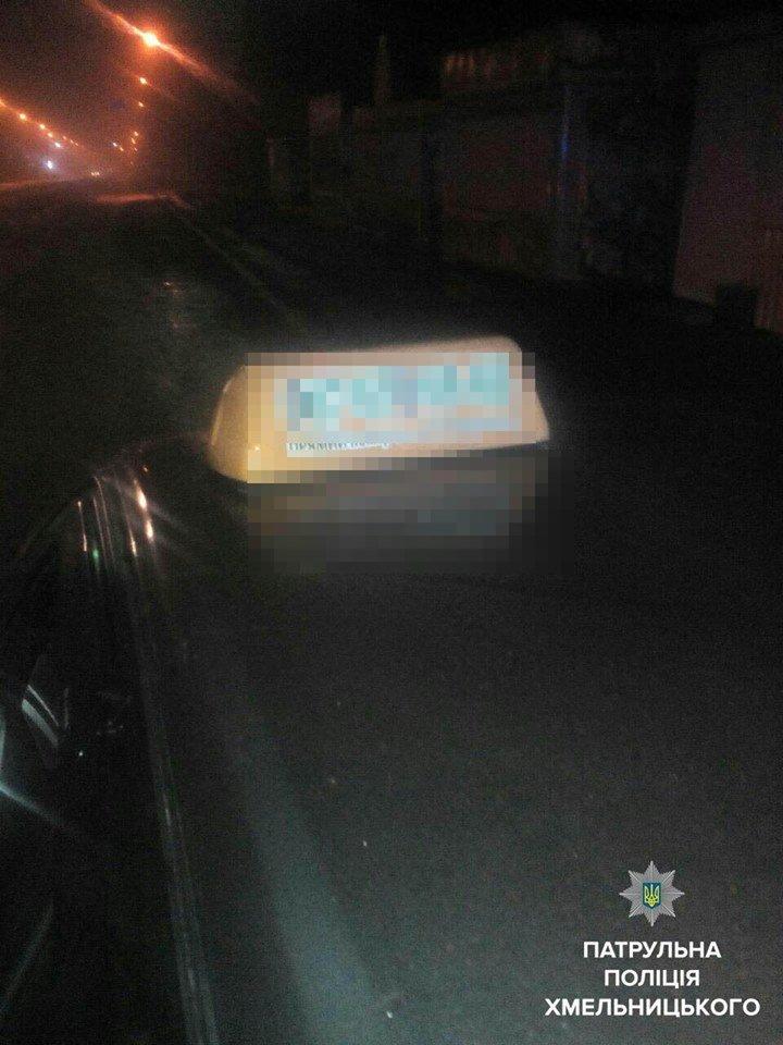 У Хмельницькому патрульні затримали п'яного водія таксі —  їхав до клієнта. ФОТО, фото-1