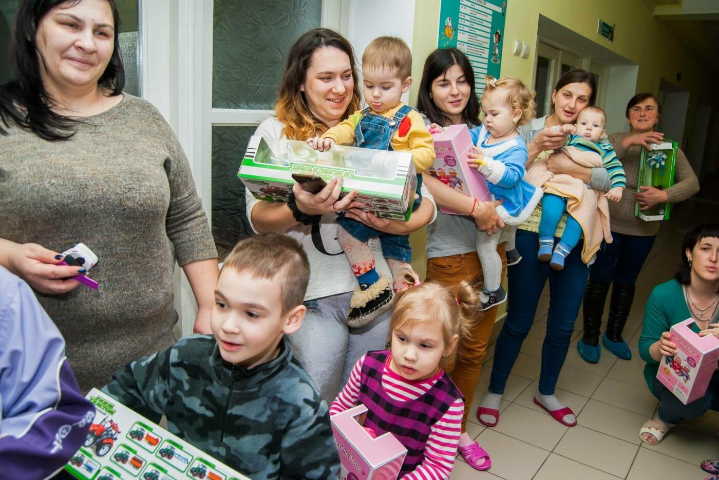 Клiєнти ПриватБанку 1 сiчня влаштували свято і привiтали маленьких пацiєнтiв лікарень. ФОТО, фото-4